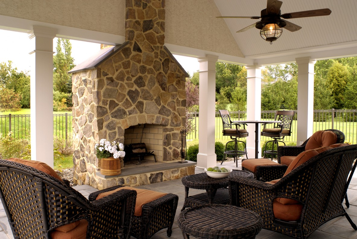 Outdoor living design tips and ideas pool quest for Outdoor living room ideas