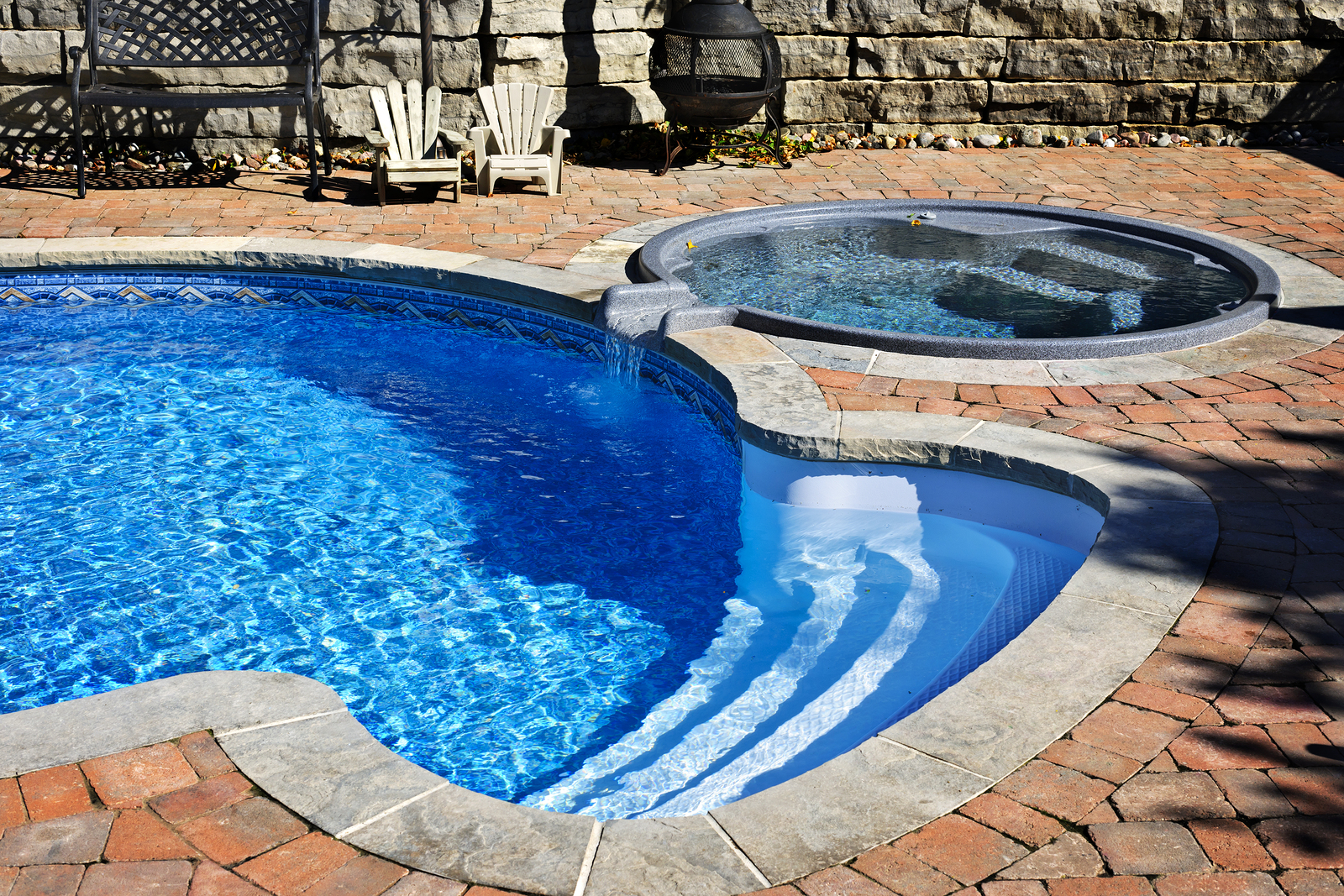 Swimming Pool Water Contamination : How to determine if your pool is leaking quest